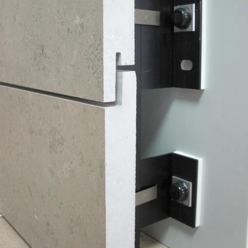 Eine neue und innovative Komplettlösung für vorgehängte hinterlüftete Natursteinfassaden hat das Unternehmen BWM Dübel und Montagetechnik GmbH entwickelt.
