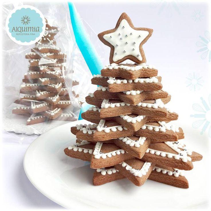 Árbol de Galletas de Jengibre  elaborado con jengibre, miel de chancaca y especies. Decorado con delicados dibujos en glasa blanca, especial para esta Navidad