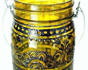 Mason Jar Lanterna, vetro colorato giallo canarino con accenti neri di dipinta a mano