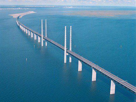 frontière entre le Danemark et la Suède. Malmö et Copenhague sont reliees par un pont sous marin!