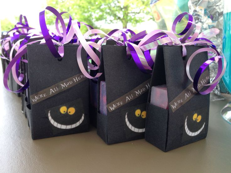 Alice in Wonderland party favors - Cheshire Cat