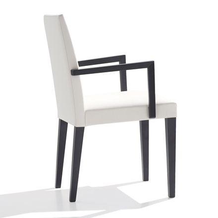 Anna Armlehnstuhl breit SO1369 von #Andreu World  ab 508,00 € Nach vielen Jahren in erster Reihe hat die Kollektion Anna einige Designänderungen erfahren, ohne dabei ihren eigentlichen Charakter und Stil einzubüßen. Anna ist moderner und entspricht den Linien des aktuellen Designs. Der Armlehnstuhl besteht aus einer niedrigen Rückenlehne mit abnehmbaren Bezug, der Rahmen aus Buche und ist in verschiedenen Farben erhältlich. Weitere Bezüge sind auf Anfrage erhältlich!Maße in cm: - Höhe 87,5…