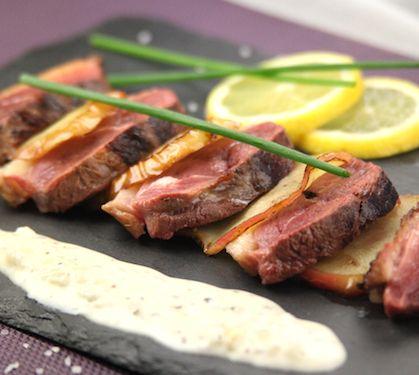 Recette Magret de canard aux pommes et sa sauce au cidre (difficulté Facile) . Découvrez comment préparer votre Plat principal sur EnvieDeBienManger.fr