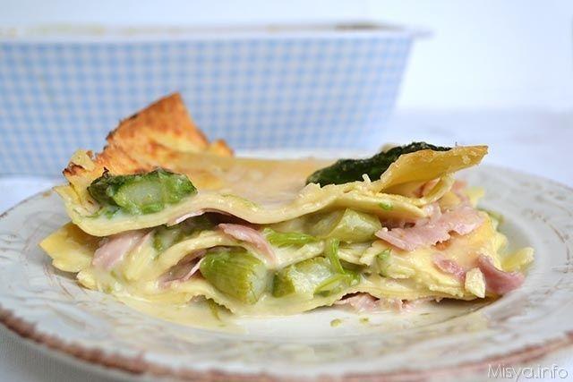 Le lasagne agli asparagi sono la mia proposta per il pranzo di Pasqua, un primo piatto primaverile, dal sapore delicato e al tempo stesso molto gustoso. Per
