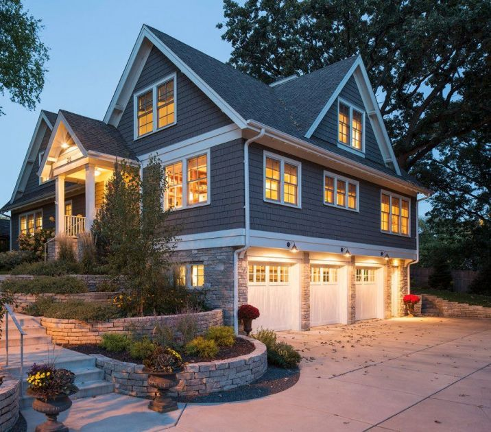 This elegant home has the style of a farmhouse mixed beautifully with luxurious…