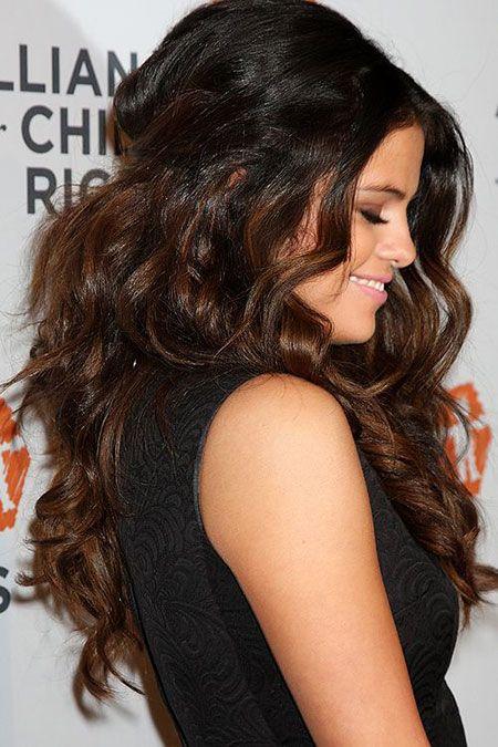 25 Long Boucles Coiffures Selena Gomez Selena Gomez Hair Selena