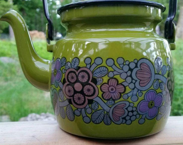 Vintage Finel Arabia green Primavera Enamel Kettle Teapot 60s ! by scandinavianseance on Etsy https://www.etsy.com/uk/listing/384683866/vintage-finel-arabia-green-primavera