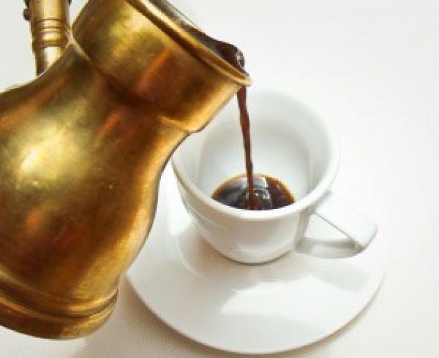 Bir Fincan Kahve - İbretlik Hikaye  Ne zaman; hayatında bazı şeyler çekilmez hale gelirse, Ne zaman; yirmi dörtsaat kısa gelmeye başlarsa, O zaman; kavanoz ve iki fincan kahveyi hatırlayınız…  Devamı: http://ibretlikhikaye.com/2014/10/21/bir-fincan-kahve/