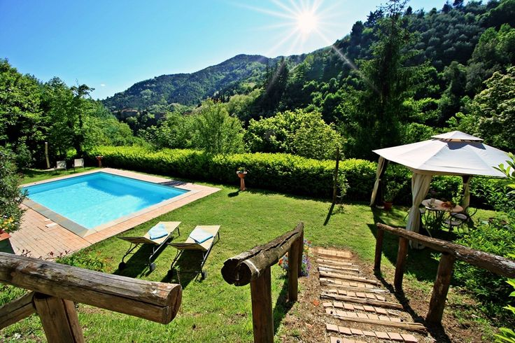 Col di Magia - Pescia - Pistoia - Tuscany 8 pax- 4 bedrooms - 3 bathrooms Wonderful villa in Tuscany with stunning views, private pool. Complete privacy and tranquility