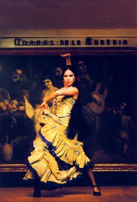 He hido a muchas presentaciones de danza en la escuela, pero nada se compara con El Baile de Flamenco en el Corral de la Morería. El esuchar los zapateos de la mujer con la guitara flamenca es halgo que hace que se te haga la piel de gallina. La mujer era muy hermosa;) Yo le recomiendo esto a quien se diga fan de la musica Española. Cuatro estrellas. #JetsetterCurator