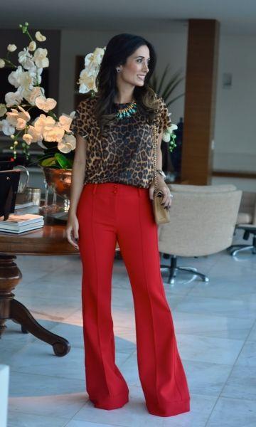Calça vermelha + blusa oncinha