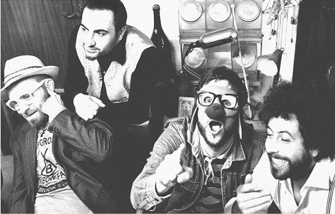 Cosa ascoltano gli Shak & Speares mentre sono in tour? Ascolta il loro Mixtape Furgone. #music #playlist