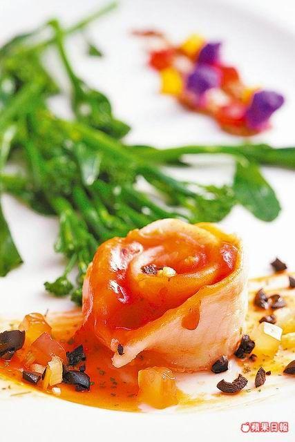 克羅地亞香料鮮魚445元起/人 吃到飽菜色  魴魚厚實有彈性,番茄醬汁酸香提味。