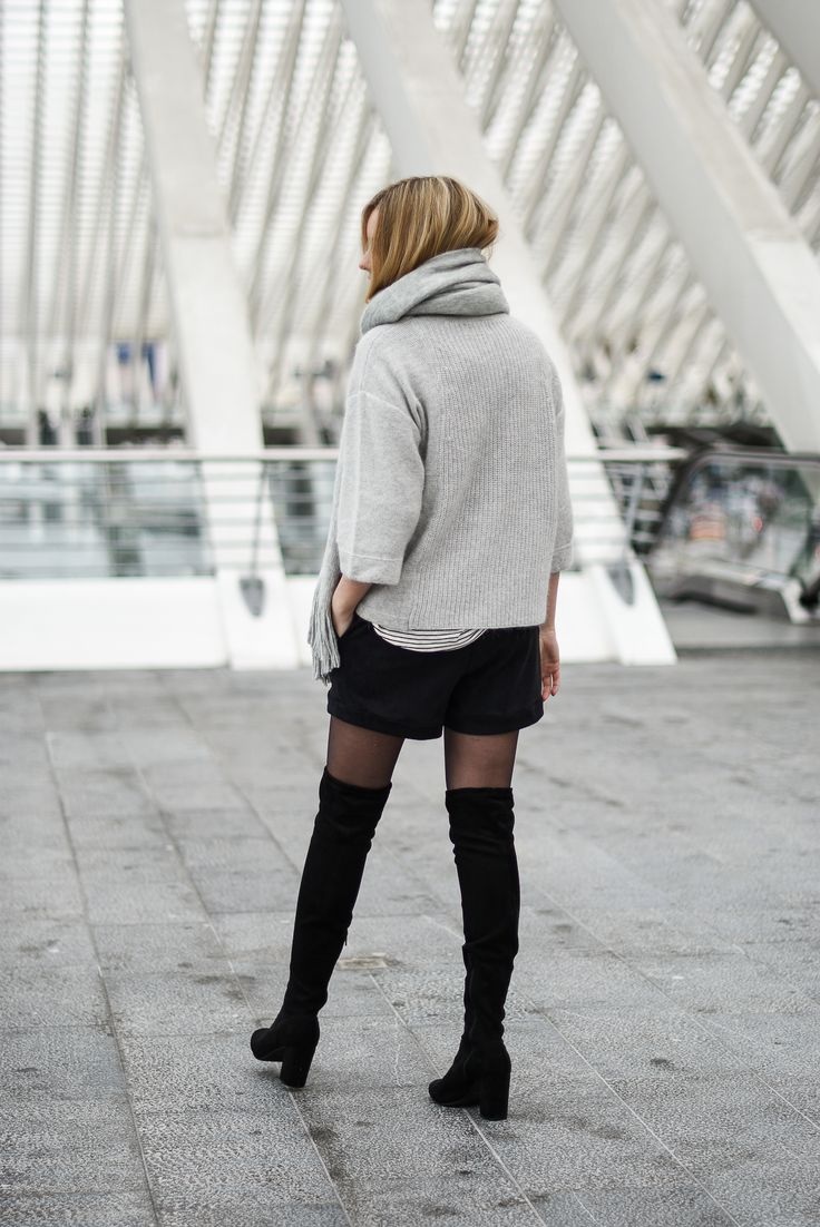 OVER THE KNEE BOOTS river island // GREY KNIT // SUEDE SHORTS // PLAID COAT // KOMONO SUNGLASSES