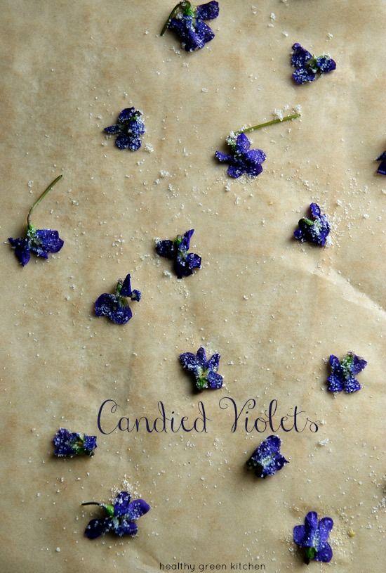 zucchero alla viola,  candied violets