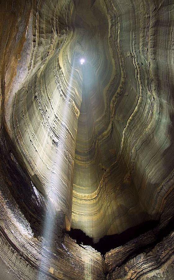 Ellison's Cave, Walker Point, Georgia