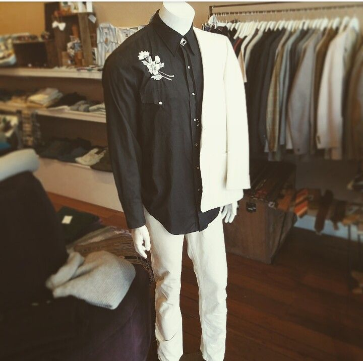 Western feels... vintage western style embroidered shirt, vintage pale washed denim jeans, and vintage pale blazer #west #western #pale #denim #paledenim #washed #wash #washedout #embroidered #embroidery #floral #vintage #vintagefeels #Westernfeels #embroideredshirt #blazer #man #manly #ranch #ranchdressing