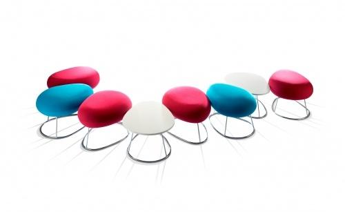 Bubble - Lounge meubilair   Ceka Office Group kantoorinrichting. Kleine leuke krukken en tafels voor de ontvangst en lounge ruimte. Kruk is verkrijgbaar met een voetstuk of draad basis. Kijk op www.ceka-office-group.nl voor meer informatie.