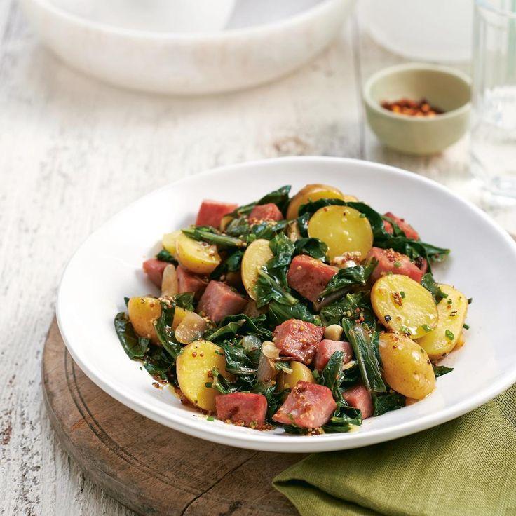 Salade tiède de pommes de terre, saucisses et bette à carde—Voir la recette