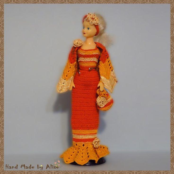 Вечерние, нарядные и фантазийные платья для Барби: Мисс Осень 2005 Для куклы:Barbie, Барби нового образца Описание:Элегантное узкое вечернее платье дополнено эффектной фантазийной накидкой и сумочкой-кисетом. Технология:Вязание крючком Сложность:Требуется некоторый опыт Автор:Kimberly Материалы:пряжа, бусины, бисер, состав:100% хлопок цвет:беж,терракотовый,оранжевый Крючок №:2.0 Источник описания модели:интернетkimberly-club.ru