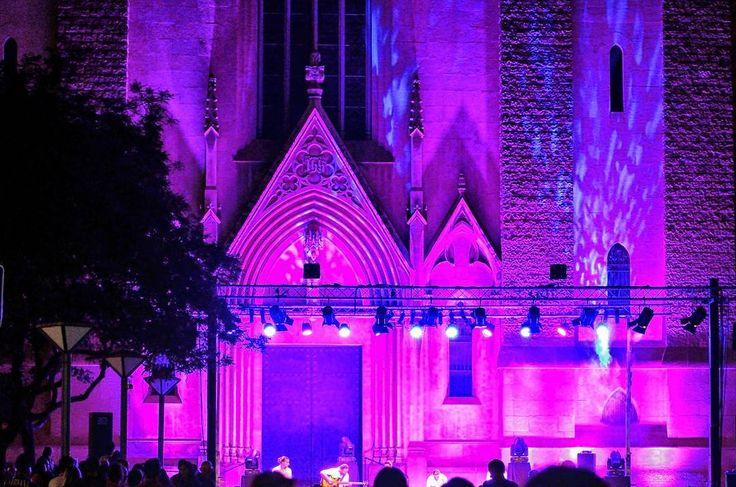 #purple #purplelight #purpura #luzpurpura #concert #concierto #efects #efectos #efectosdeluz #lighteffects #sabadell #sabadellcity #sabadellcentre #goodvibes #buenasvibraciones #freelife #freelifestyle #nightshot #nightwalks #gypsysoul