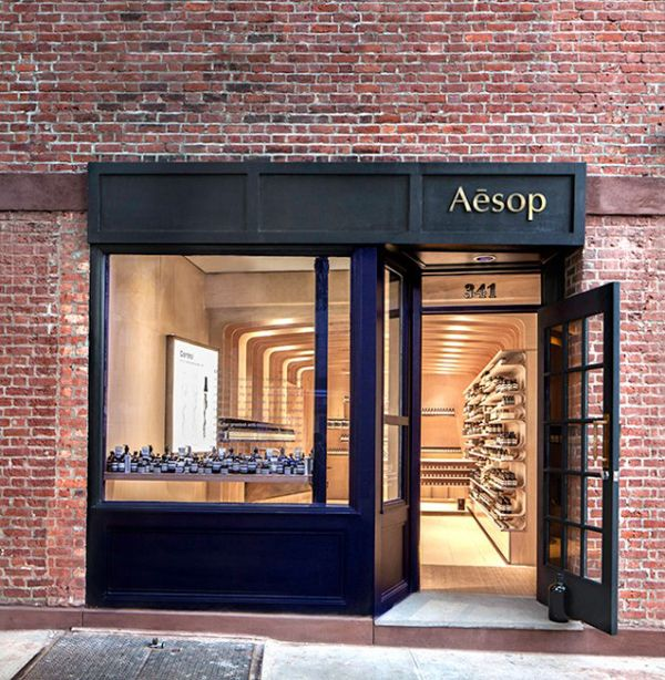The Australian skin care company Aesop, perhaps best known in design circles for their cool shop interiors, has done it again with it's third New York City location. The newly opened Bleecker street shop, designed in collaboration with Melbourne based March Studio...
