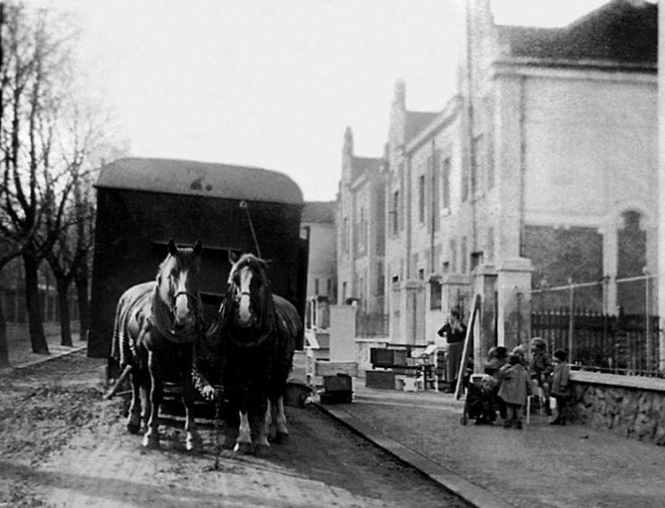 ulicka za gymplem, 1925, stěhovací vůz