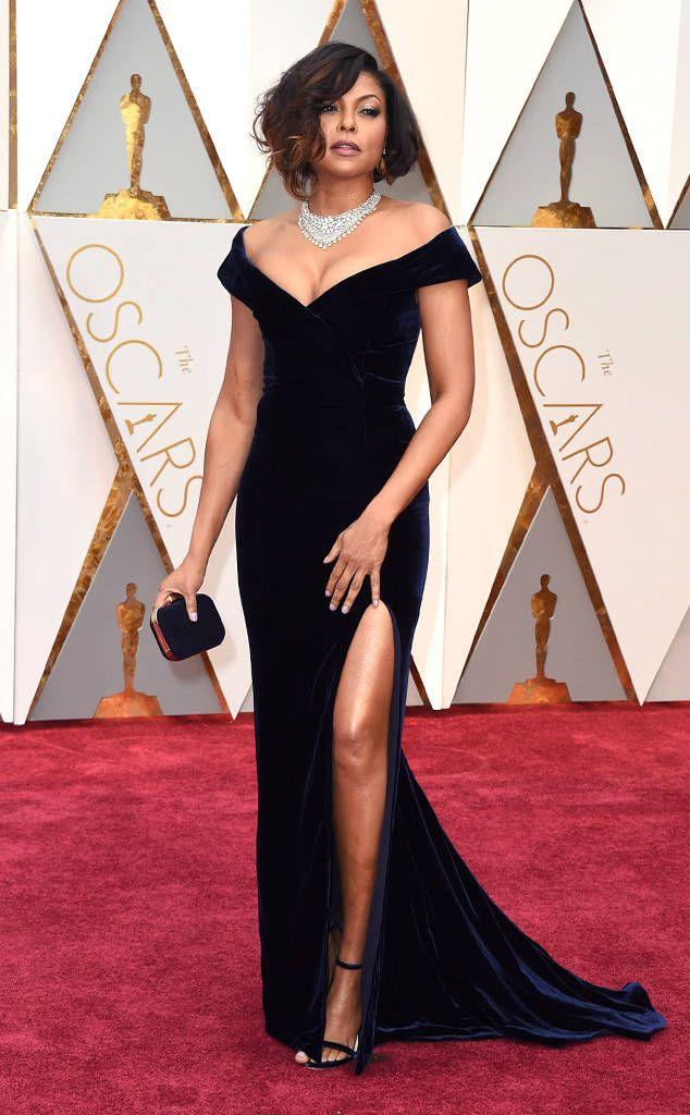 Taraji P. Henson de Oscars 2017 : les femmes les mieux habillées  Cette robe Alberta Ferretti est une tuerie ! On ne sait quoi choisir comme détail préféré, entre le décolleté, la longueur de la fente et le fait qu'elle soit bleu marine plutôt que noire. Mention honorable : ces bijoux Nirav Modi autour du cou et au doigt.