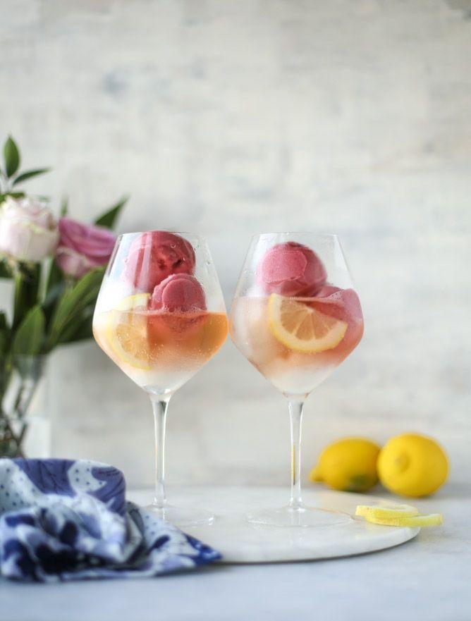 lemon raspberry prosecco floats I http://howsweeteats.com