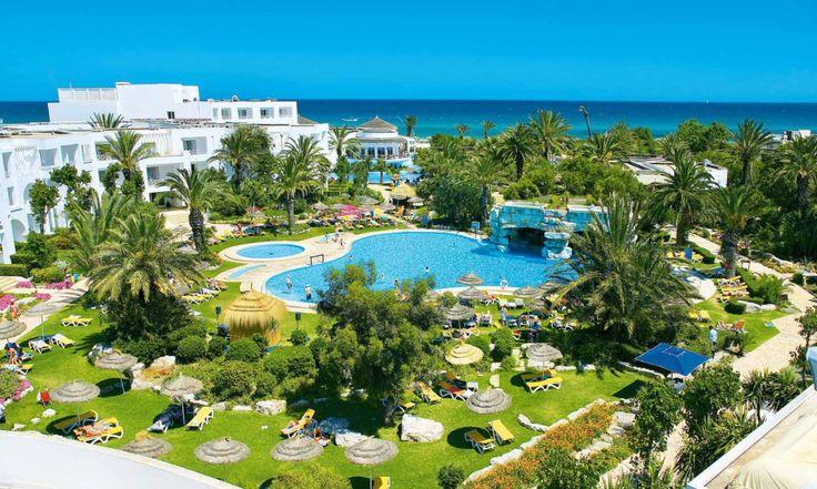 Тунис относится к Северной Африке, его берега омывает Средиземное море. Качественный пляжный отдых здесь организован уже много лет. Европейский сервис и современные условия привлекают множество туристов со всего мира ежегодно. Одним из несомненных преимуществ отдыха в Тунисе являются местные СПА, процедуры в которых основаны на французских технологиях. Погодные условия Летом в Тунисе очень жарко, поэтому […]