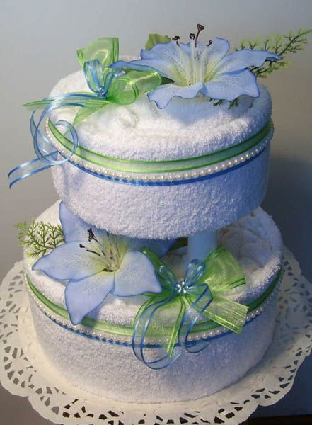 towel crafts - gift ideas | ... creating a towel cake and decorating this amazing Mothers Day present