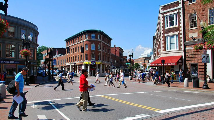 Discover the best restaurants, shops and things to do in Harvard Square with our comprehensive neighborhood guide