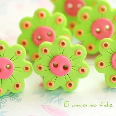 Adorable bright handmade polymer clay buttons by Elunicorniofeliz on Dawanda.