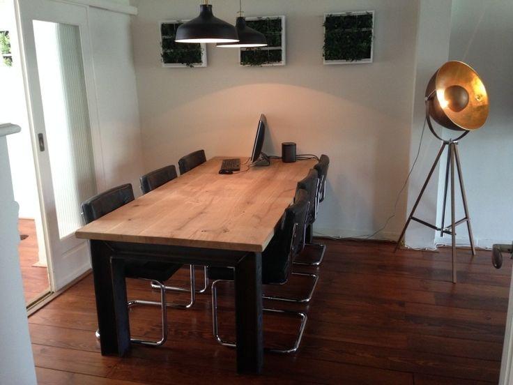 Industriële tafel treinrail onderstel met dikke eiken rustieke planken (RECHT) | Industriële tafels | JORG`S Houten Meubelen