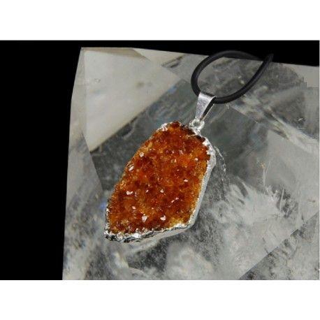 Colgante drusa en citrino engarzado en electrolítico. Alíate con este magnífico mineral te aportará tranquilidad, fortuna y te protegerá de las malas energías.
