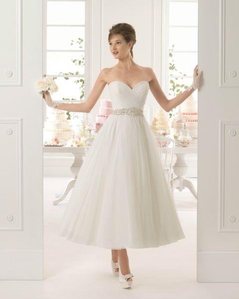 Elegantes Brautkleid in Midi-Länge