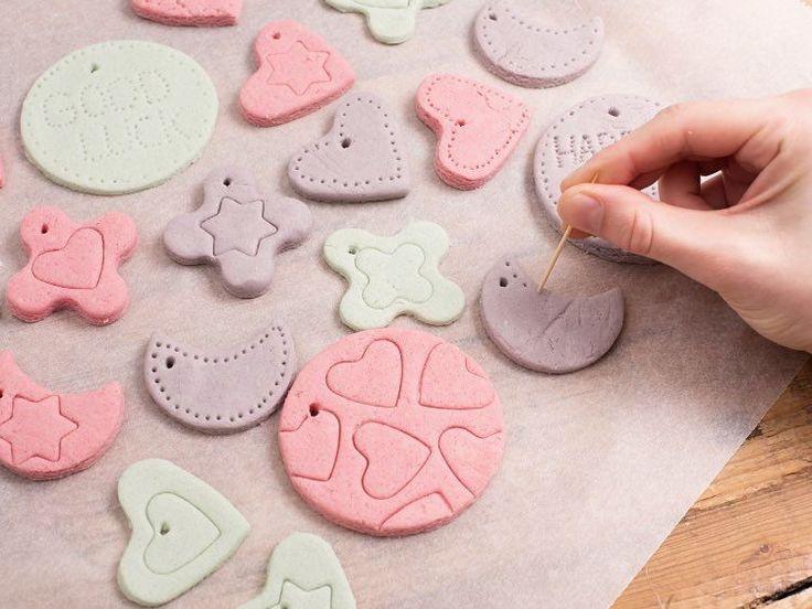 DIY-Anleitung: Geschenkanhänger aus Salzteig selb…
