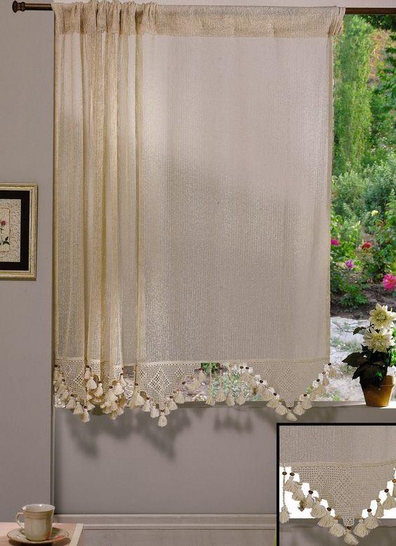 REDUCERE -15% pentru Perdea confecţionată Valentini Bianco PR005 (stoc limitat). Prețuri: 140x180 cm - 111,35 lei și 160x180 cm - 125,80 lei.