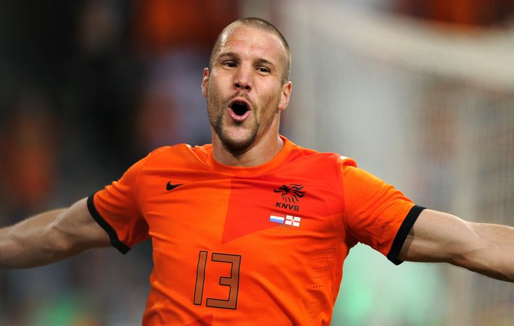 The Star continue to promulgate belief that Manchester United may swoop for Aston Villa defender Ron Vlaar on Tuesday. Vlaar's contract at Villa Park expir