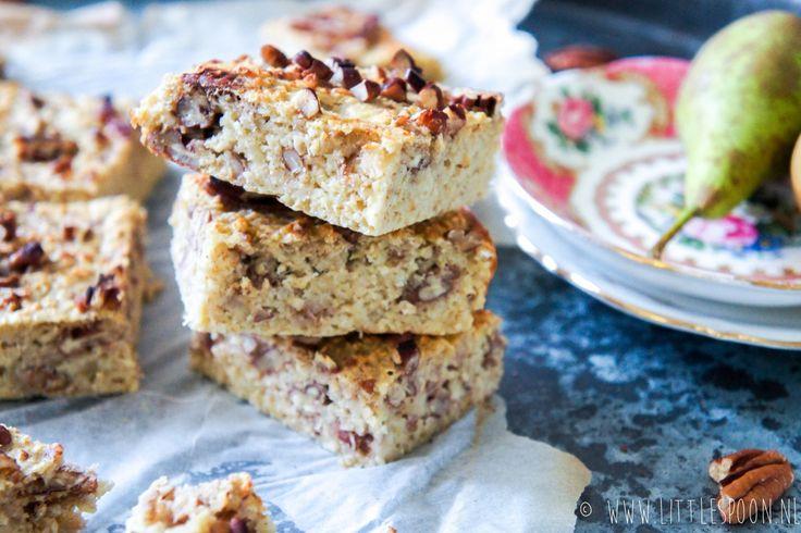 Ik ben dol op ontbijtjes die op taart lijken qua smaak, maar qua ingrediënten een stuk verantwoorder zijn. Net zoals deze ontbijtcake met perenmoes.