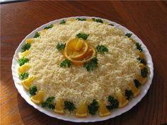 ЧУБАРОЧКА   Рецепт: слоями: майонез, отварная курица, морква по корейски, майонез Апельсин, на крупную терку натереть яйцо, майонез и сверху обильно засыпаем тертым сыром.