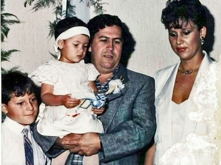 Pablo Escobar with His wife, daughter Manuela and son Juan Pablo.