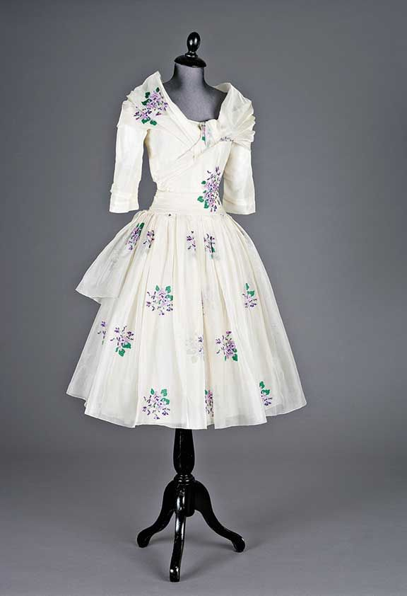 1955 Embroiderd Organza Gown. Christian Dior 'Avril' Spring/Summer collection. Sold  for £7200 in 2005.