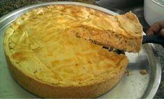 A Torta de Frango com Massa Podre é prática, deliciosa e derrete na boca. Faça para o lanche da família e receba muitos elogios! Veja Também:Torta Aberta
