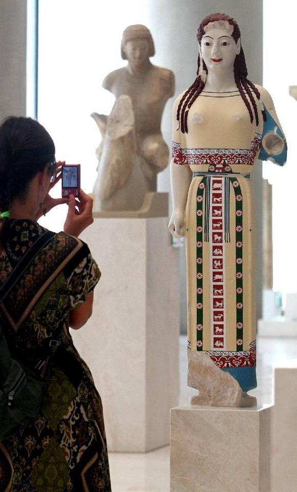 Έγχρωμα αγάλματα στο Μουσείο της Ακρόπολης
