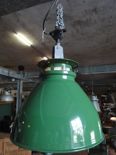 10 x Oude fabriekslamp Engeland - Groen emaille fabriekslampen. Afmetingen: hoogte 68cm, diameter 45cm