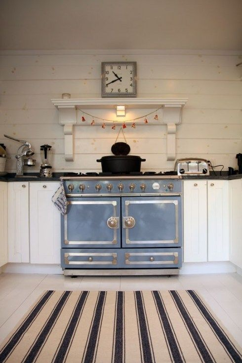 Powder blue vintage stove: I love you. (perhaps La Cornue?)