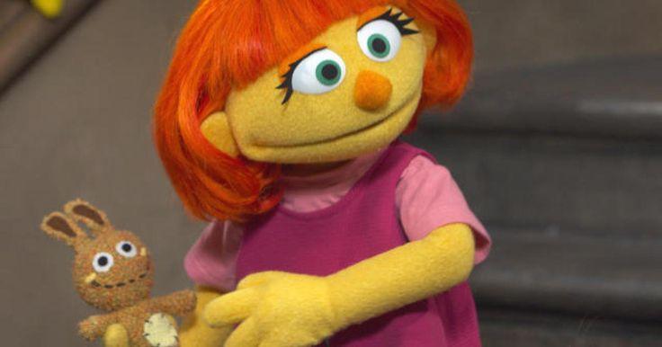 """En la imagen podemos ver al nuevo personaje que """"Sesame street"""" ha incorporado a la serie. Su nombre es Julia y presenta TEA. Así, podemos enseñar al alumnado la realidad de los niños y niñas con autismo, haciéndoles ver que no es algo que rechazar o de lo que asustarse, sino otra forma de pensar, sentir y actuar."""