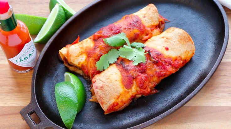 Enchiladas - Après le Quinoa à la mexicaine voici un autreplat santé, délicieux et légèrement épicé. Ces enchiladas végétariennes sont juste assez relevées et pleines de saveurs. Vous pouvez y ajouter du fromage et les gratiner si vous le désirez mais personnellement je les trouve parfaites tel quel. J'utilise ma sauce tomate maison pour cette recette. Bon appétit!