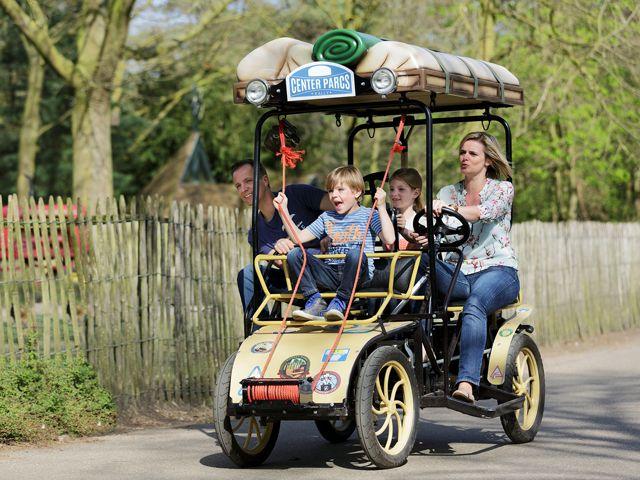 Verken het park op de fiets! Verschillende soorten fietsen te huur, zoals familiefiets, kinderfietsen en mountainbikes.